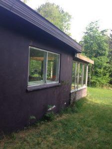 Maling af hus i sort