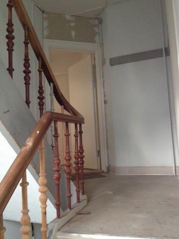Malerarbejde ved trappeopgang